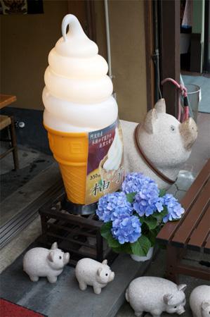 A pork ice cream shop?