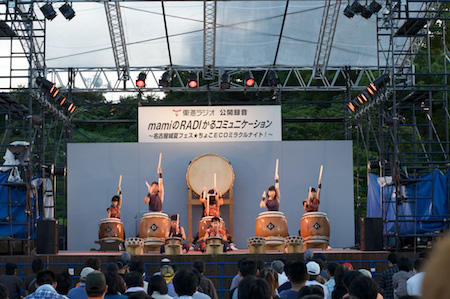 Young taiko drummers