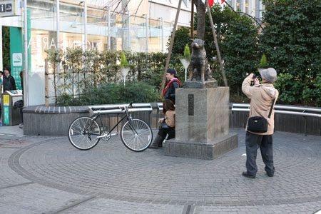 Hachiko Sculpture, Shibuya Station, January 1, 2009